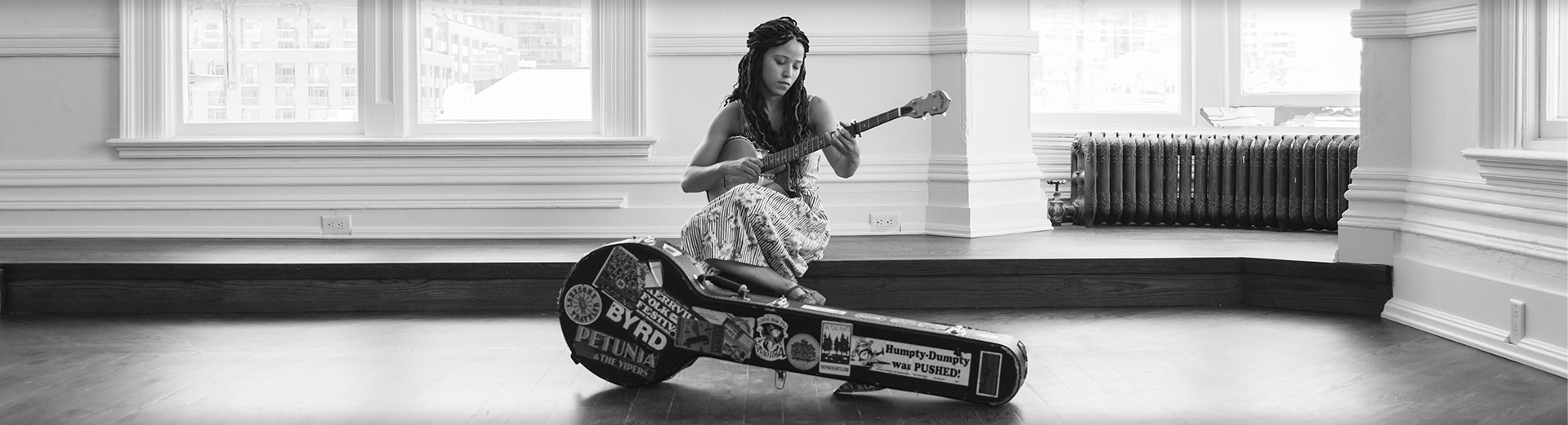 Kaia Kater with her MM-150LN banjo