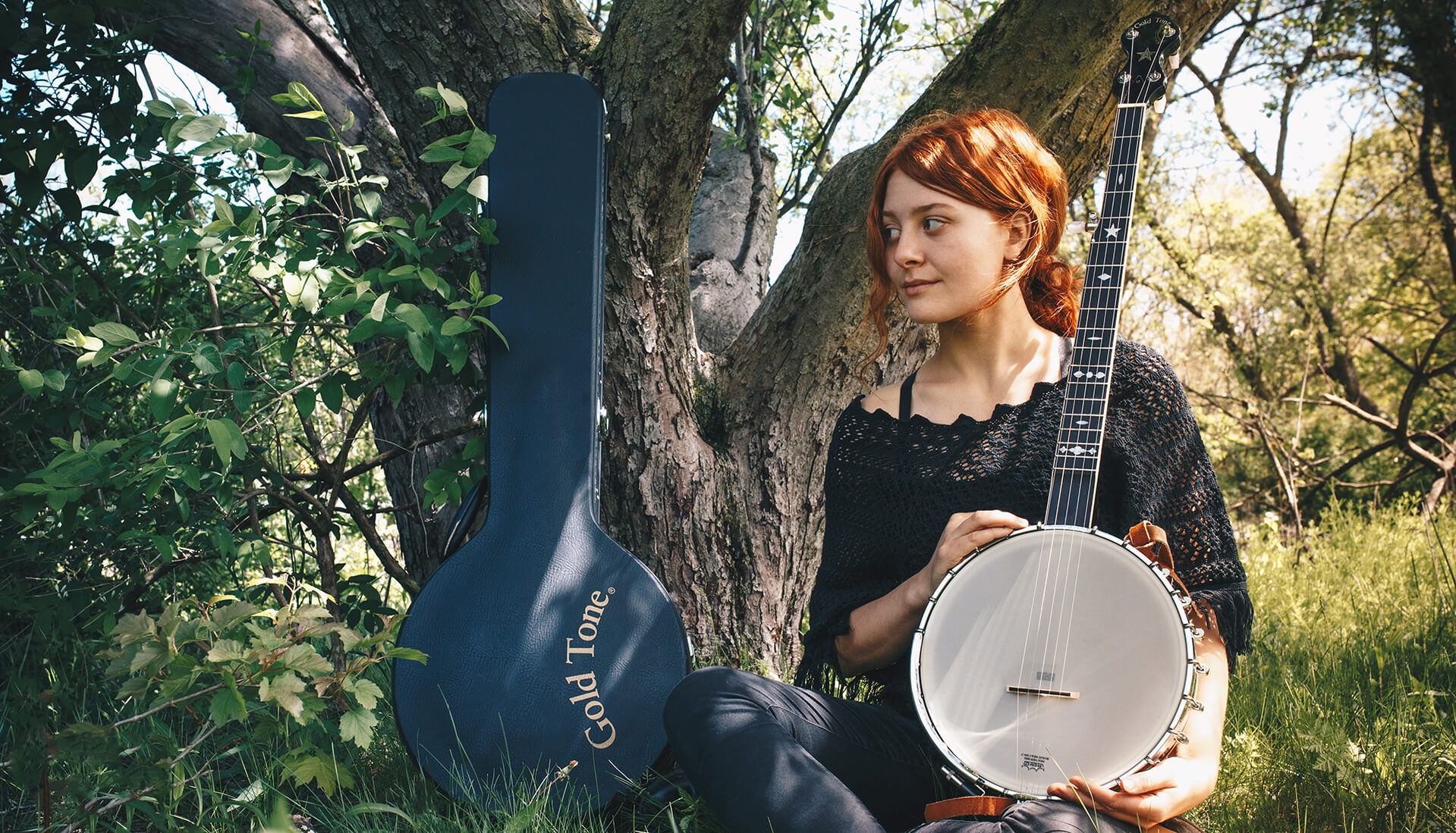 Libby DeCamp with her OT-800 banjo